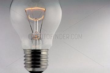 Leuchtende Gluehbirne