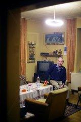 Ehemaliger Bergmann in seiner Wohnung in Dortmund