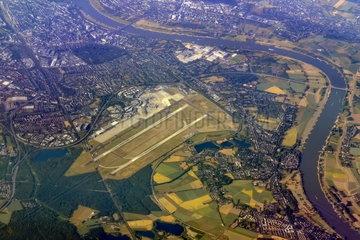 Duesseldorf Flughafen Luftaufnahme