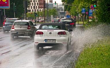 Autos im Regen.