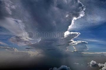 Gewitterwolken ueber Nigeria