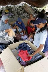 Gantiwarno  Indonesien  Altkleider fuer Erdbebenopfer