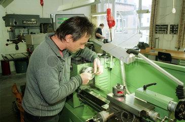Berlin  Arbeiter der Firma Robert Karst GmbH & Co. KG