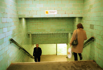 Berlin  Treppen zum U-Bahnhof Alexanderplatz