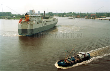 Emden  Blick ueber den Emder Binnenhafen