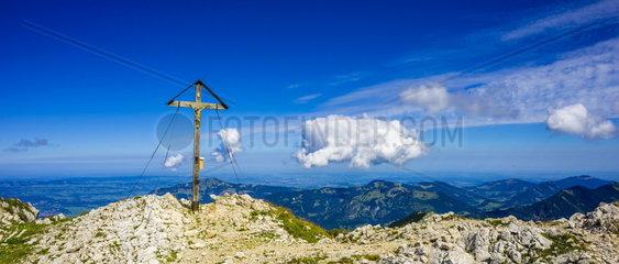 Gipfelkreuz Grosser Daumen in den Allgaeuer Alpen