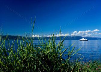 Norwegen  Blick ueber den Flakkfjord