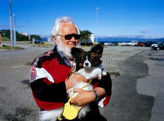 Norwegen  Norweger mit Hund