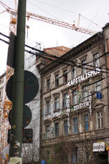 Berlin  Deutschland  alternativ bewohnter Altbau mit Schriftzug
