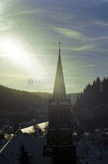 Von der Sonne angestrahlter Kirchturm