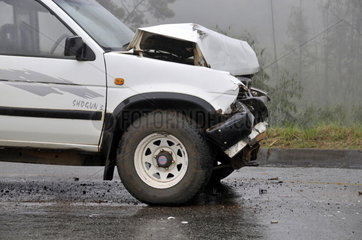 Autounfall bei Regen und Nebel