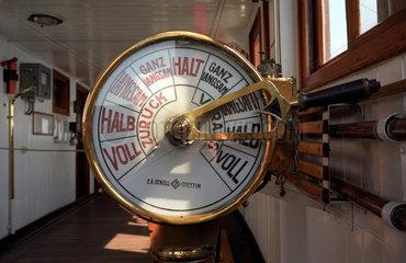 Rostock  Detailaufnahme eines Maschinentelegrafs