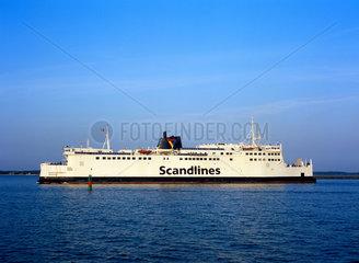 Warnemuende  ein Passagierschiff faehrt in den Hafen ein