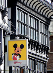 Mickey Mouse-Schild an Altstadthaus in Chester