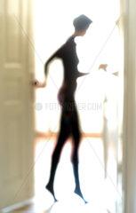 Silhouette einer schlanken Frau