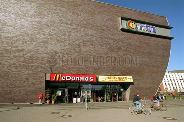 Halle  modernes Einkaufszentrum Centrum Neustadt
