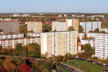 Sanierte Plattenbauten in Halle-Neustadt