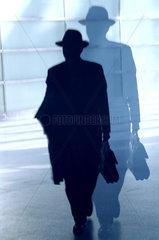 Silhouette eines Mannes mit Hut und Schatten