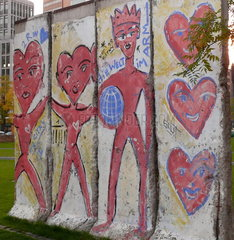 Stueck Berliner Mauer nahe dem Potsdamer Platz