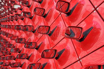 Kunstinstallation mit Autospiegeln in der Autostadt  Volkswagenwerk Wolfsburg