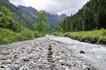 Wegemarkierung Steinmaennchen in den Allgaeuer Alpen
