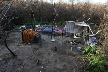 Fl__chtlinge in Calais: Zerst__rte provisorische Fl__chtlingsunterkunft