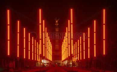 Neon-Installation vor der Siegessaeule