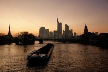 Skyline Frankfurt am Main im Abendlicht