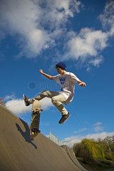 Zwoelfjaehriger Skater  Lohserampe