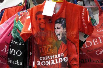 Trikots mit Ronaldo-Bildern auf der Heimatinsel der Fussballstars