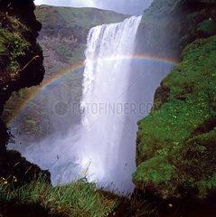 Skogafoss  Wasserfall im Regenbogen auf Island