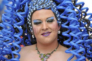 Drag Queen auf der CSD-Parade in Koeln