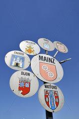 Wappenschild von Mainz und seinen Partnerstaedten