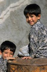 Zwei kurdische Jungen