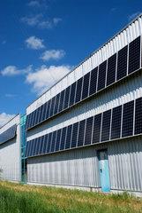 Solaranlage an einer Lagerhalle
