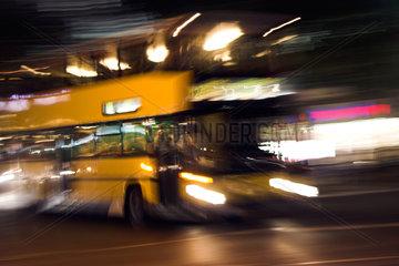 Berlin  vorbeifahrender BVG-Bus verwackelt