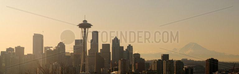 Seattle Skyline mit der Space Needle im Morgengrauen