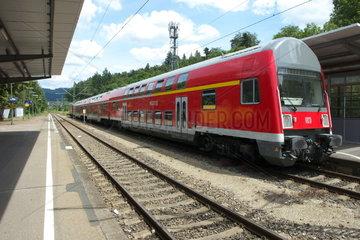 Regionalbahn im Bahnhof Wiehre