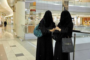 Frauen beim Einkauf in Riad