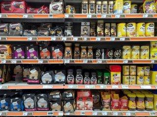 Kaffee und Tee im Supermarkt