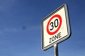 Verkehrsschild Tempo 30 Zone