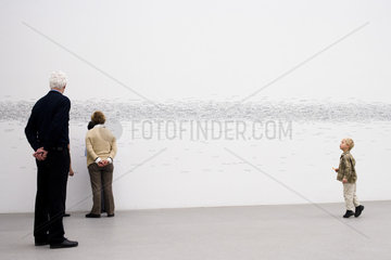 Kind in der Ausstellung -Measuring The Universe- 2008