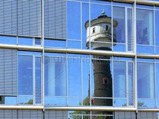 Wasserturm in Glasfassade