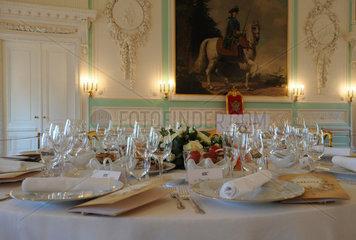 Sankt Petersburg  Russland  Tischgebdeck fuer ein Galadiner im Palast von Peterhof