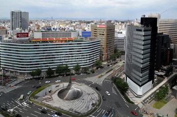 Japan: Blick ueber Nagoya und den Bahnhofsvorplatz
