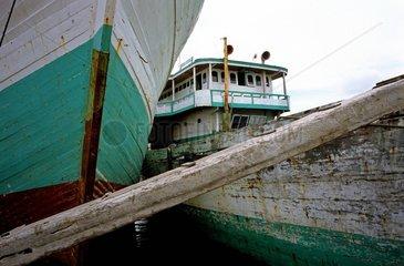 Java  Lastensegler im Hafen