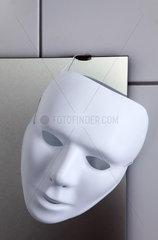 Wei__e Maske
