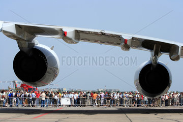Berlin  Deutschland  Turbinen am Fluegel des Airbus A380