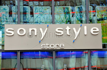 Eingang des Sony Style Stores im Sony Center in Berlin