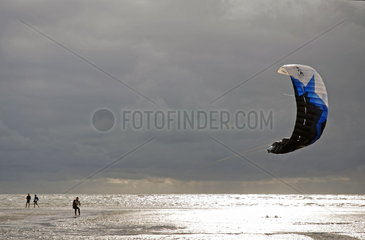 Kite-Surfer am Strand von St. Peter-Ording